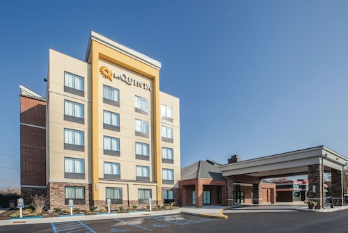 La Quinta Inn & Suites by Wyndham Philadelphia Airport