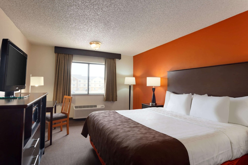 Room, AmericInn by Wyndham Salina