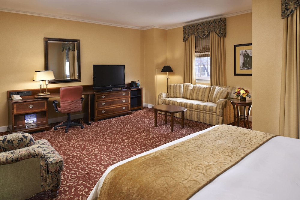 Room, The Dearborn Inn, A Marriott Hotel