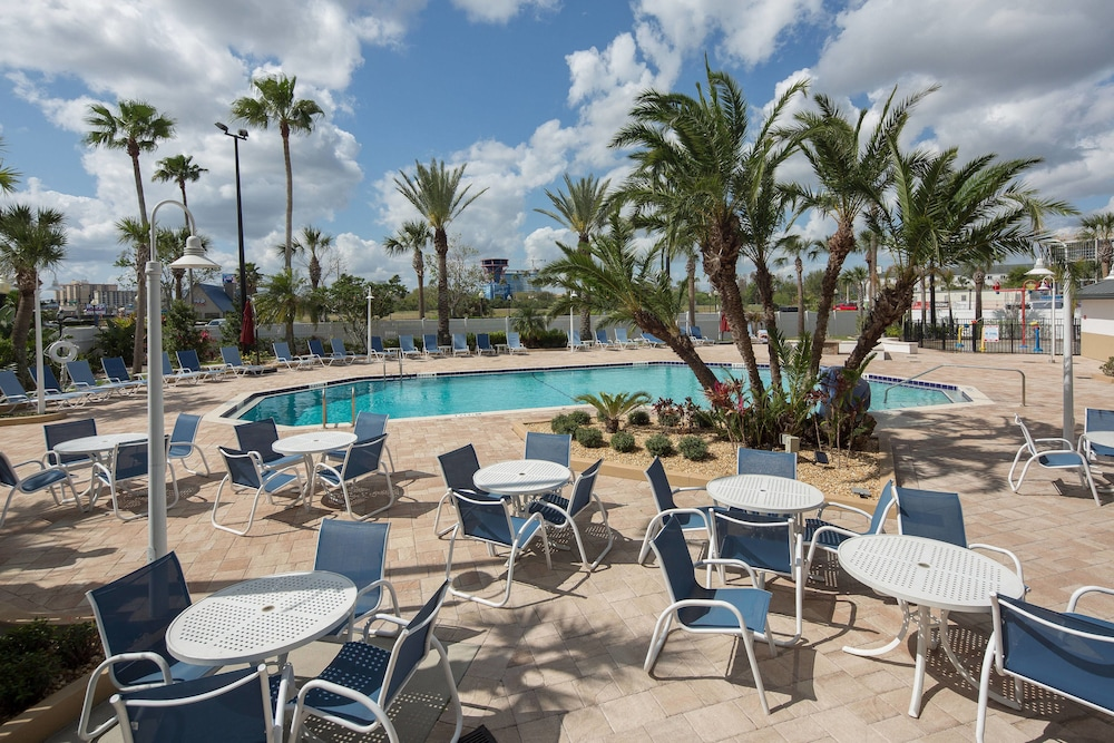 Outdoor Pool, Four Points by Sheraton Orlando International Drive