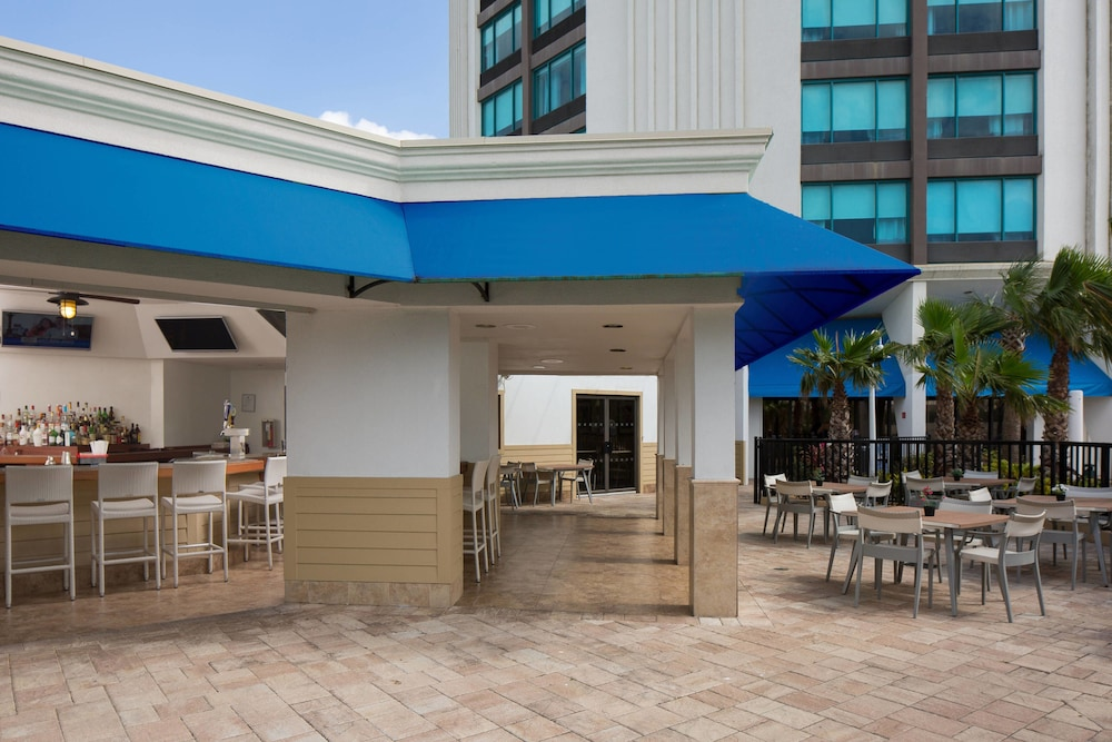 Outdoor Dining, Four Points by Sheraton Orlando International Drive