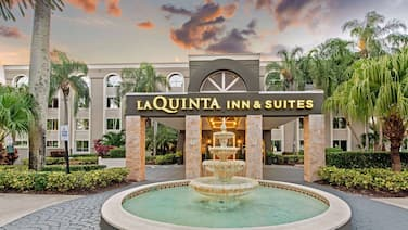 La Quinta Inn & Suites by Wyndham Coral Springs South
