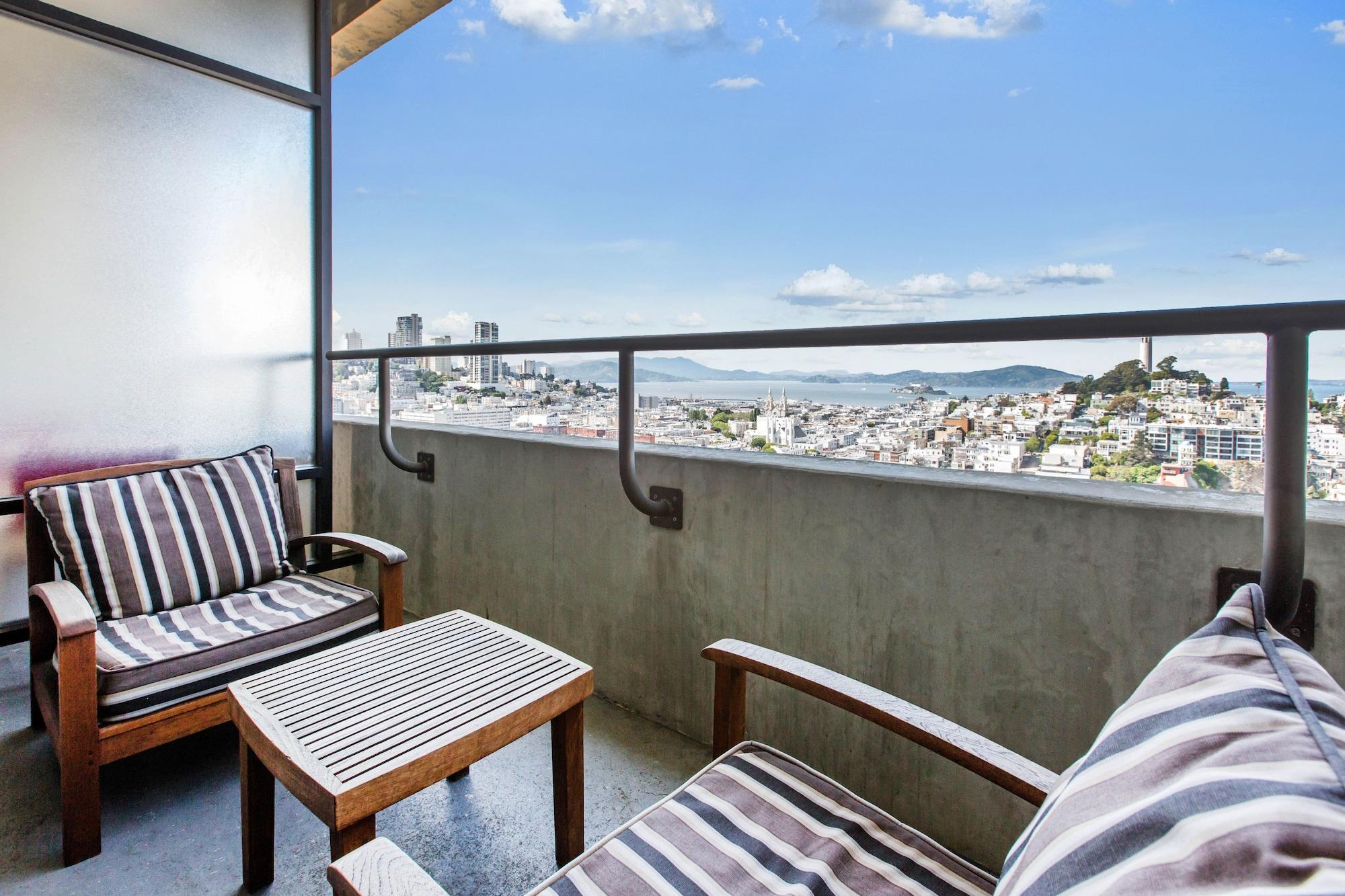 Room, 1 King Bed, Balcony, Executive Level