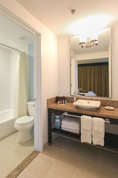 Superior Room, Ocean View (Ocean Waikiki) - Bathroom
