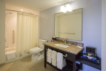 Deluxe Room (Diamond Head) - Bathroom