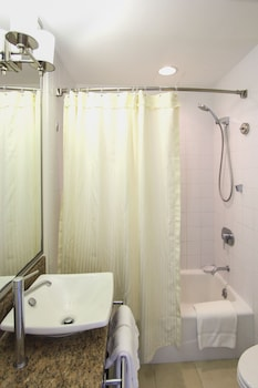 Standard Room, Ocean View - Bathroom