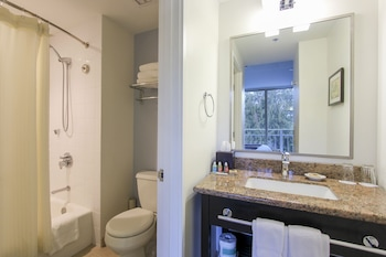 Standard Room (Diamond Head View) - Bathroom
