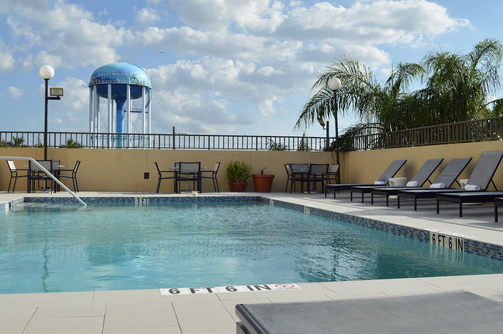 Pool, Days Inn by Wyndham Fort Lauderdale Hollywood/Airport South