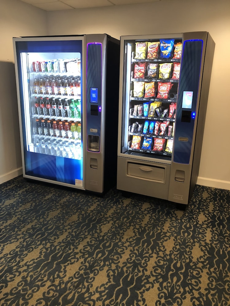 Vending Machine, Days Inn by Wyndham Fort Lauderdale Hollywood/Airport South