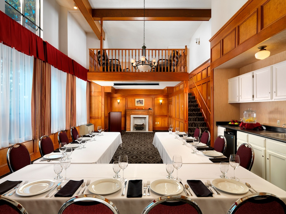 Meeting Facility, Huntingdon Manor Hotel