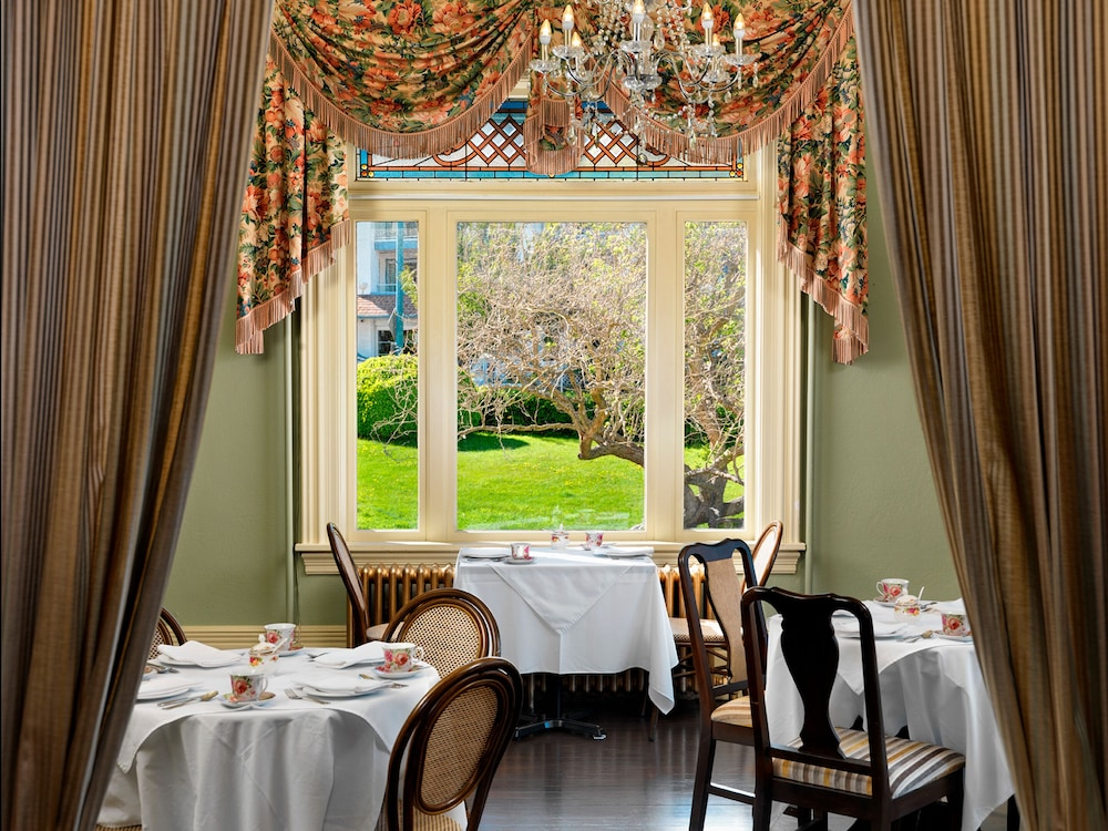 Restaurant, Huntingdon Manor Hotel