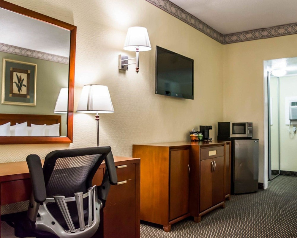Room, Quality Inn Airport - Cruise Port
