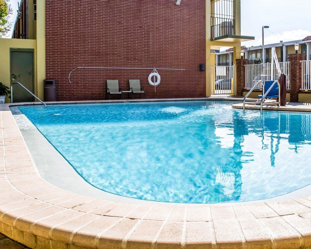 Pool, Quality Inn Airport - Cruise Port