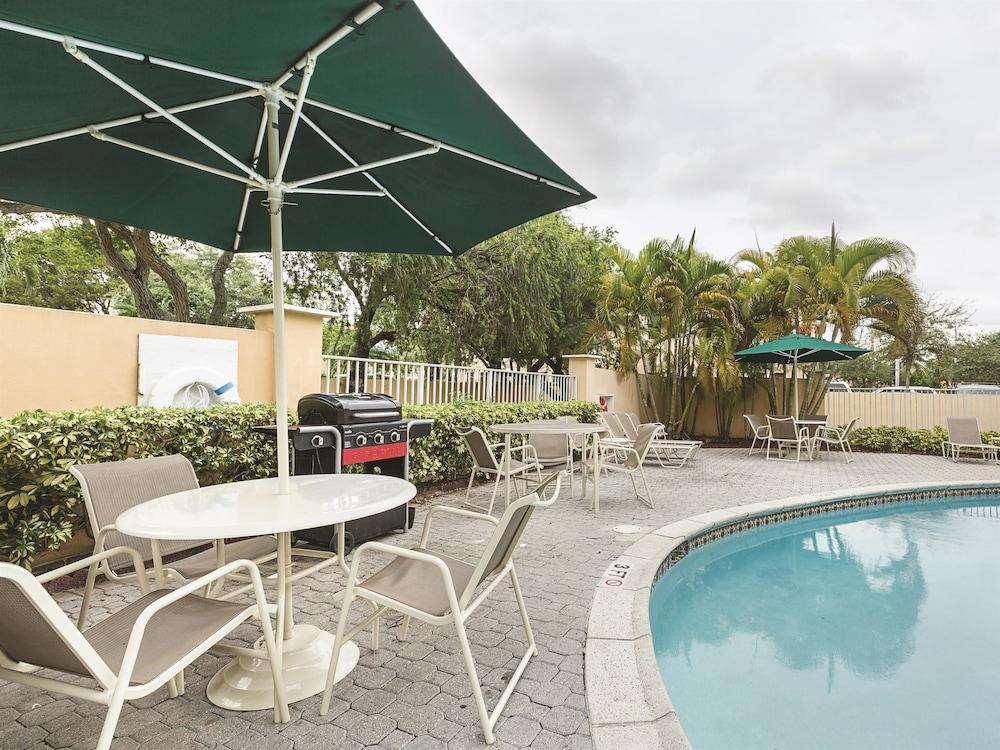 La Quinta Inn  U0026 Suites Miami Lakes Deals  U0026 Reviews  Miami