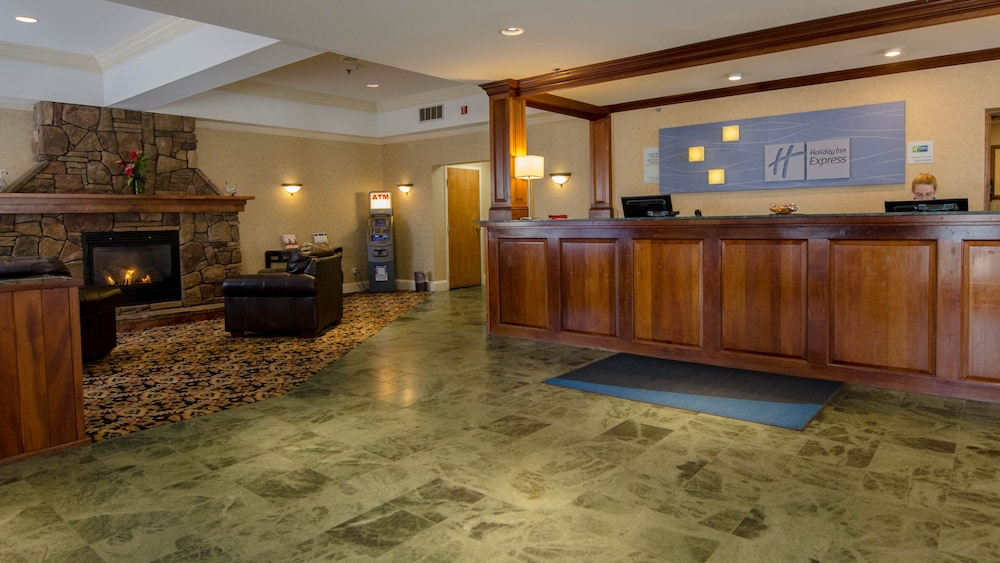 Lobby, Holiday Inn Express South Burlington