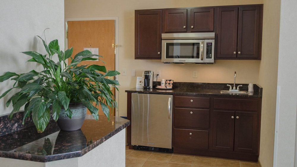 Private Kitchenette, Holiday Inn Express South Burlington
