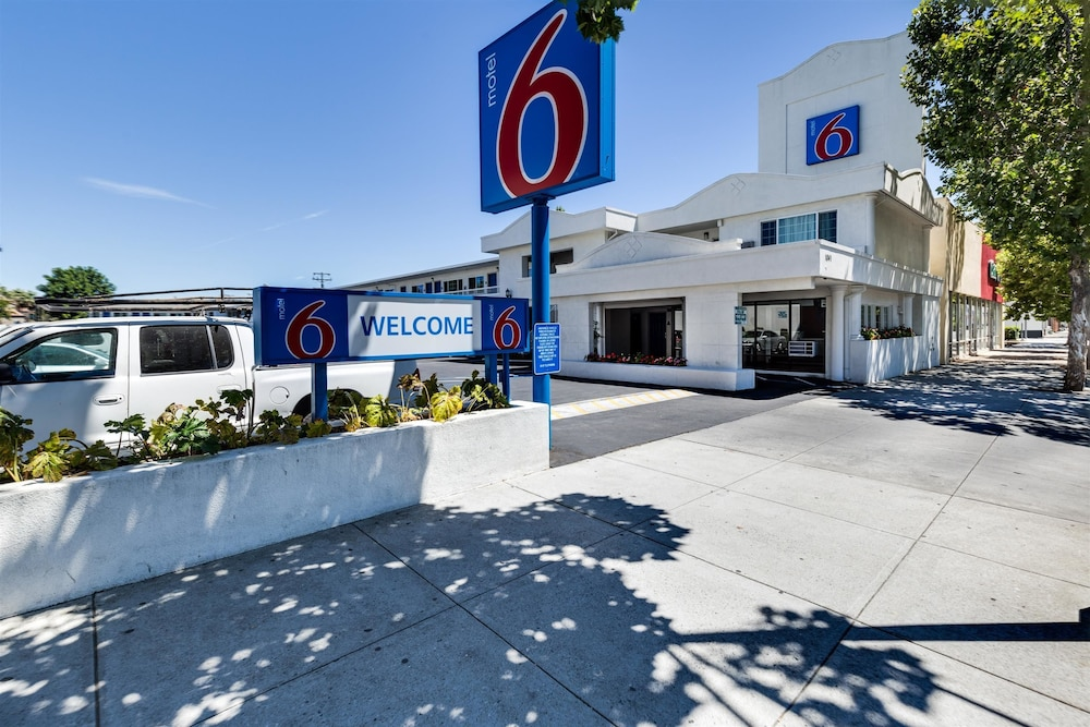 Front of Property, Motel 6 San Jose, CA - Convention Center