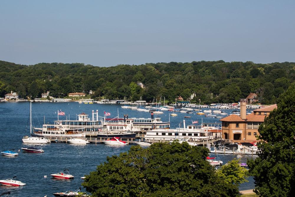 Lake Geneva Deals Hotel