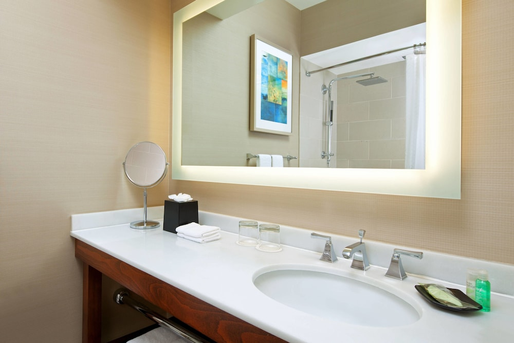Bathroom, The Westin San Francisco Airport
