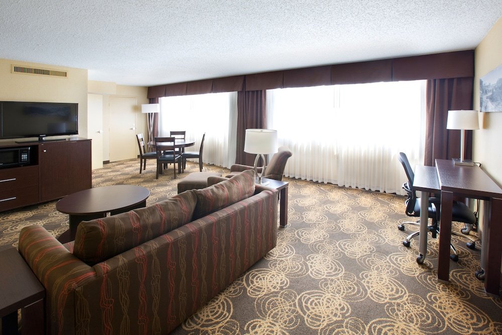 Living Room, Holiday Inn Sioux Falls-City Centre