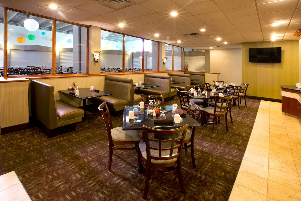 Breakfast Area, Holiday Inn Sioux Falls-City Centre