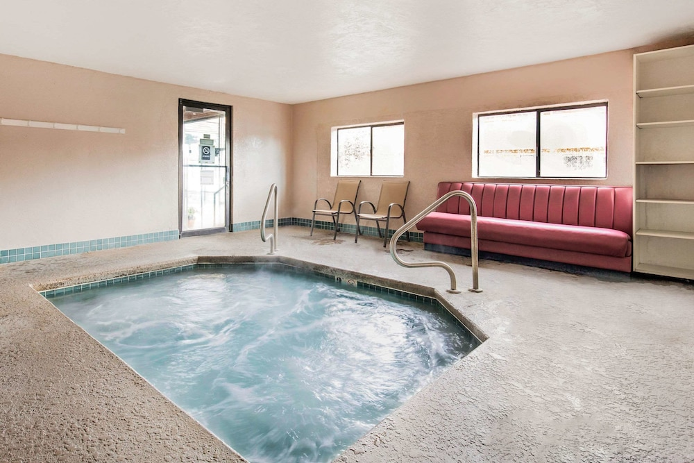 Pool, Quality Inn Cedar City - University Area