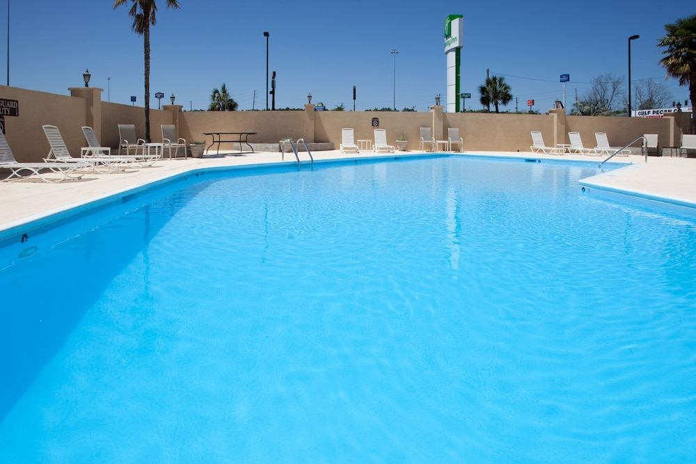 Outdoor Pool, Holiday Inn Mobile West I-10