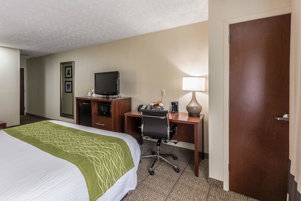 Room, Comfort Inn Medford-Long Island