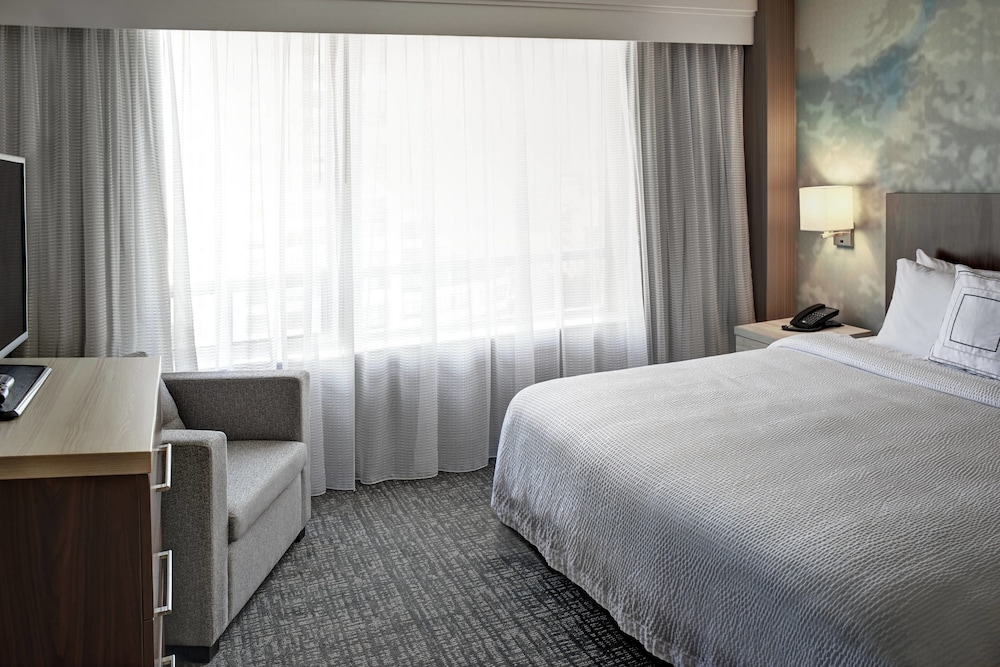 Room, Courtyard by Marriott Downtown Toronto