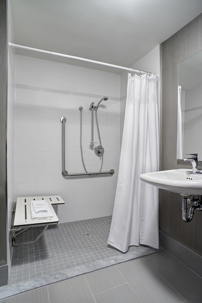 Bathroom, Courtyard by Marriott Downtown Toronto