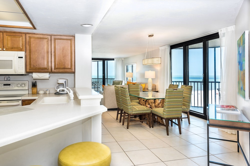 Private Kitchen, Pointe Estero Beach Resort