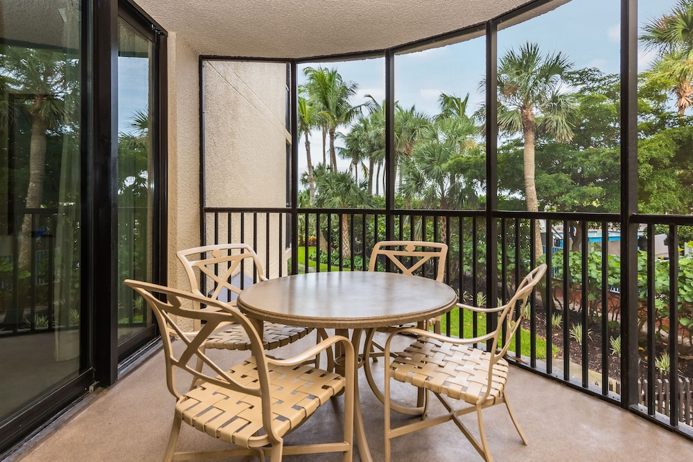 Terrace/Patio, Pointe Estero Beach Resort