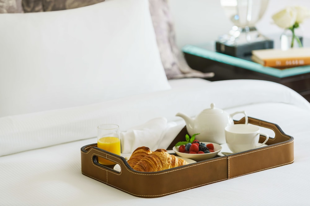 In-Room Dining, Lotte New York Palace