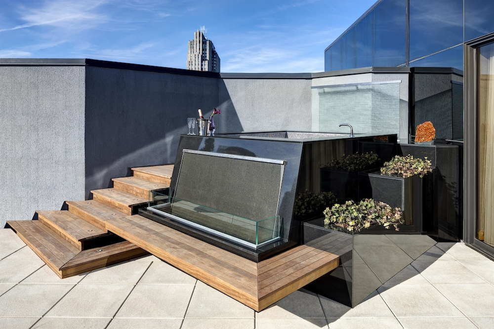 Outdoor Spa Tub, Lotte New York Palace