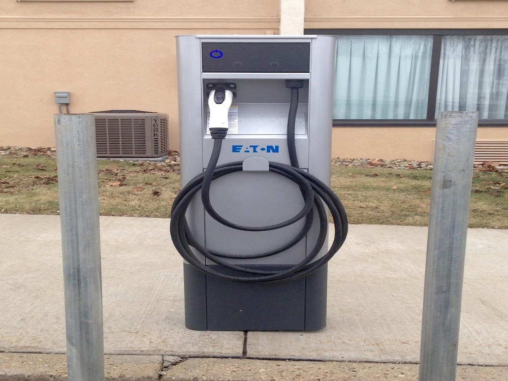 Electric vehicle charging station, Best Western Monroeville Pittsburgh East