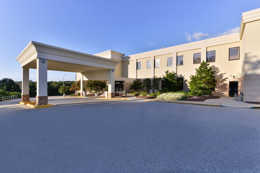Property Entrance, Best Western Monroeville Pittsburgh East