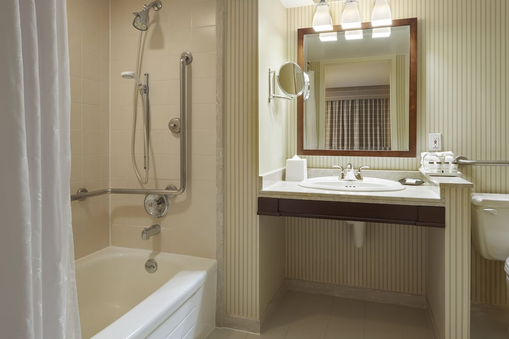 Bathroom, Sheraton Gateway Hotel In Toronto International Airport