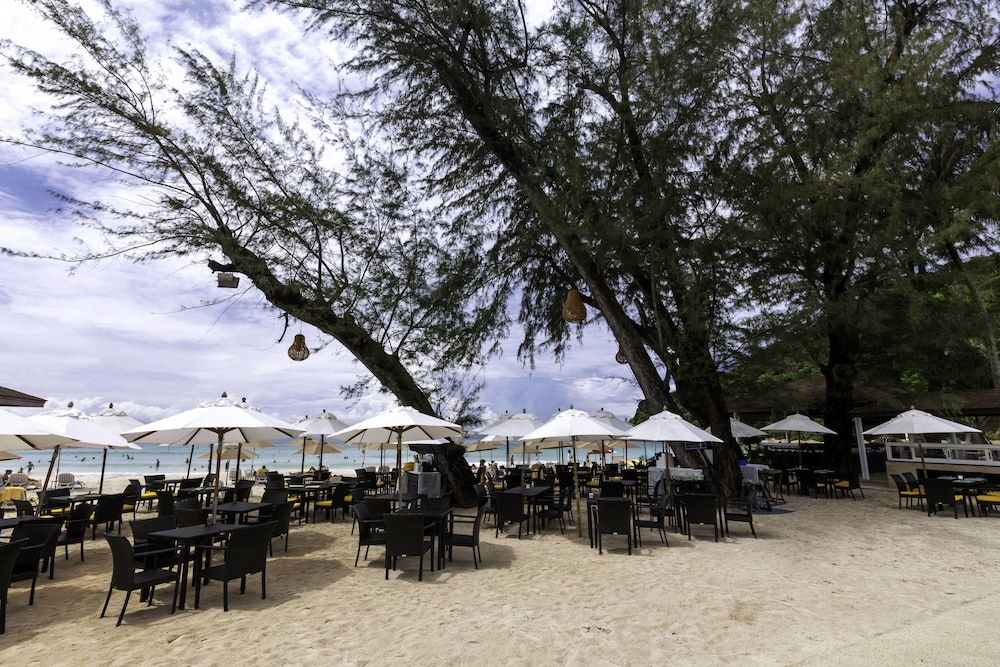 Restaurant, Le Meridien Phuket Beach Resort