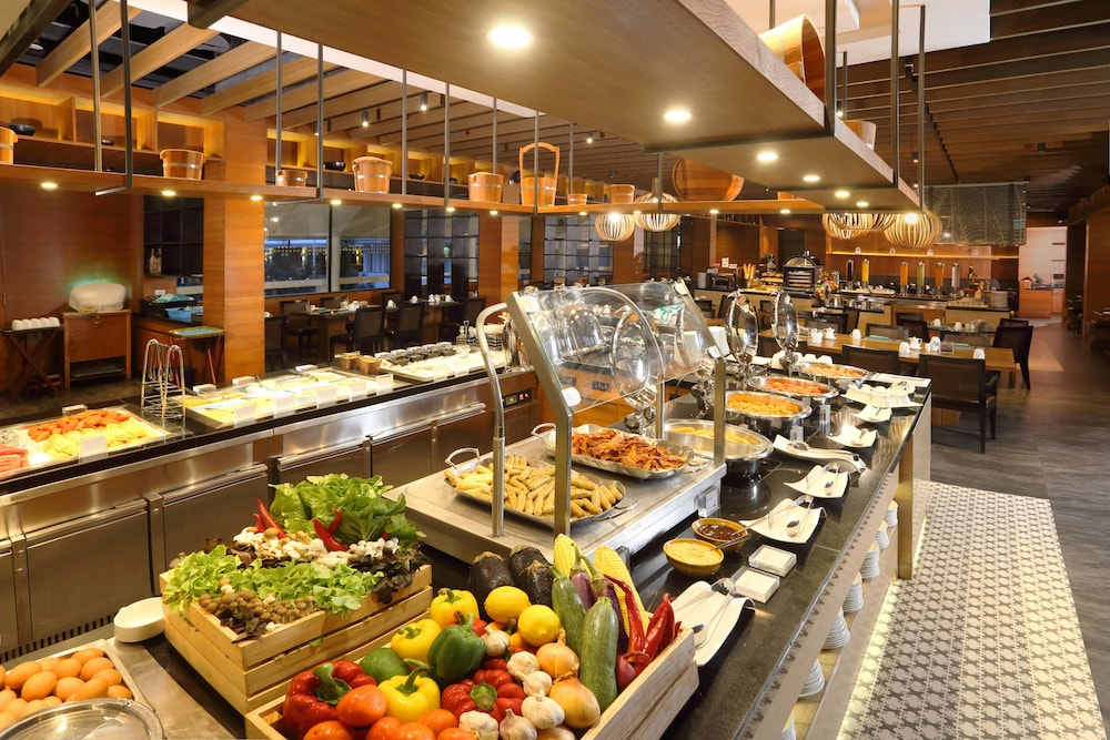 Breakfast buffet, Le Meridien Phuket Beach Resort
