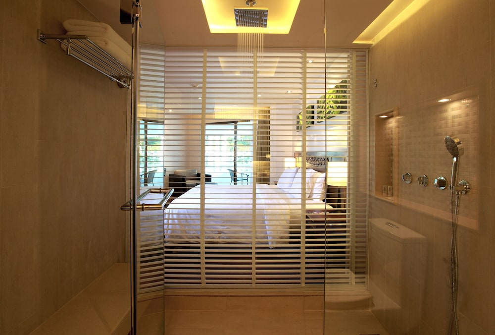 Bathroom, Le Meridien Phuket Beach Resort