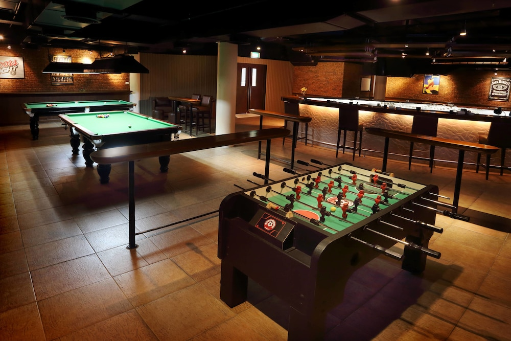 Billiards, Le Meridien Phuket Beach Resort