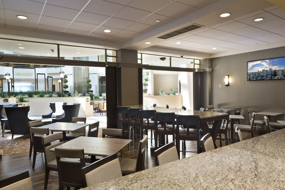 Dining, Embassy Suites Secaucus - Meadowlands