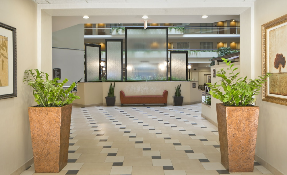 Lobby, Embassy Suites Secaucus - Meadowlands
