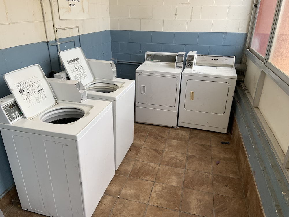 Laundry Room, Real Value Inn