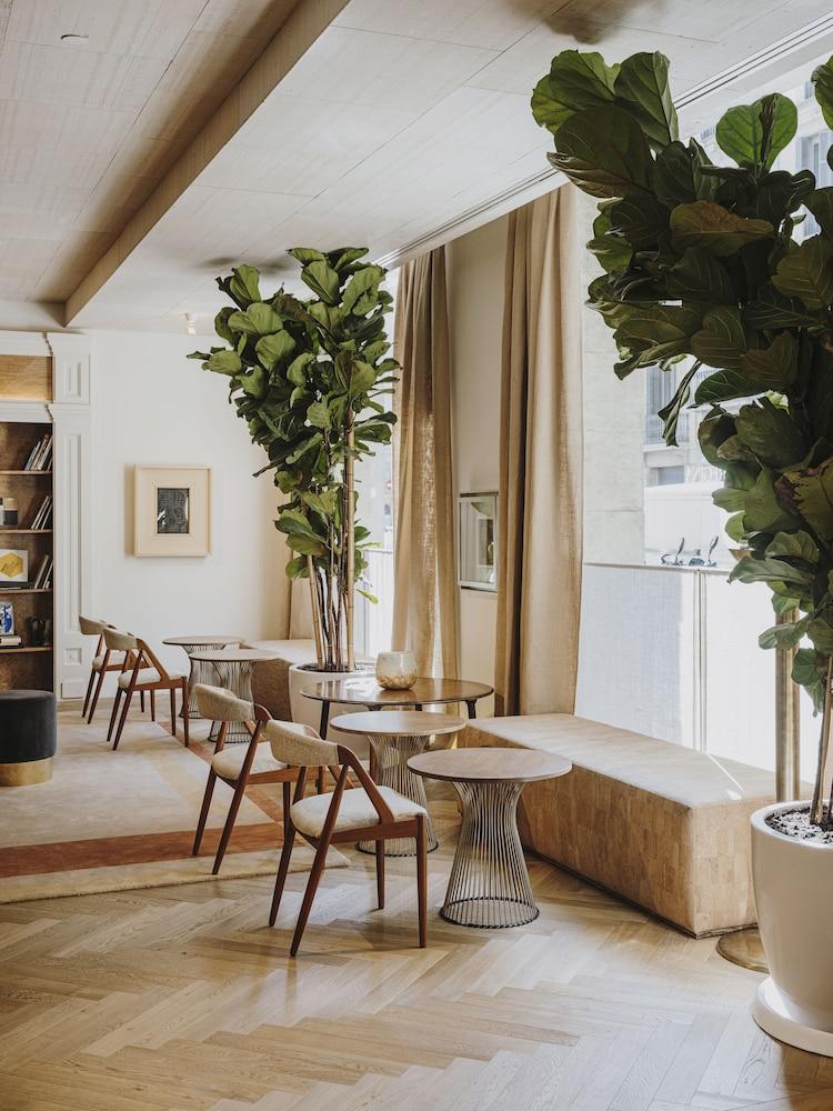 Hotel Regina (Barcellona, Spagna) | Expedia.it