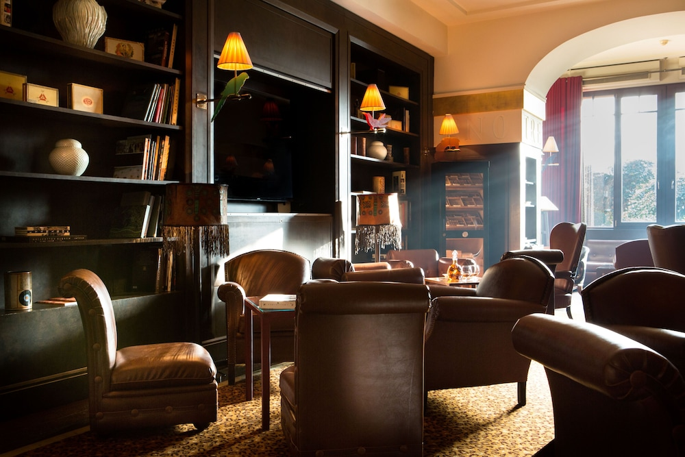 Library, La Reserve Geneve Hotel and Spa