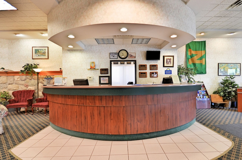 Reception, Days Inn by Wyndham Marquette