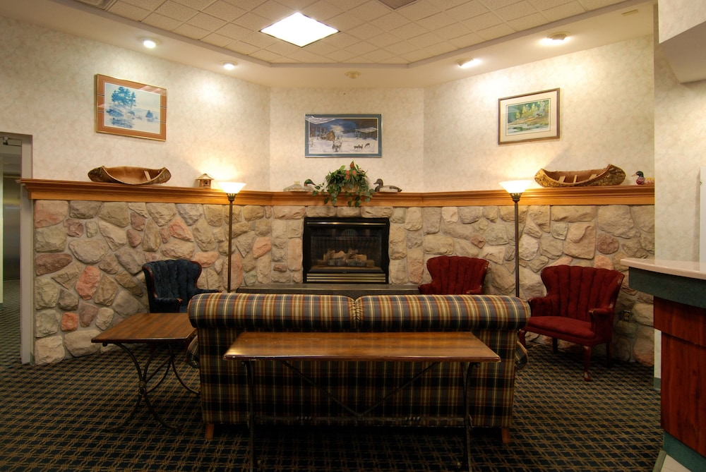 Lobby Sitting Area, Days Inn by Wyndham Marquette