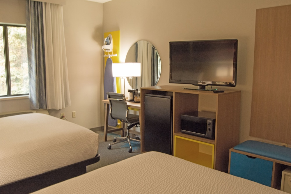 Room, Days Inn by Wyndham Marquette