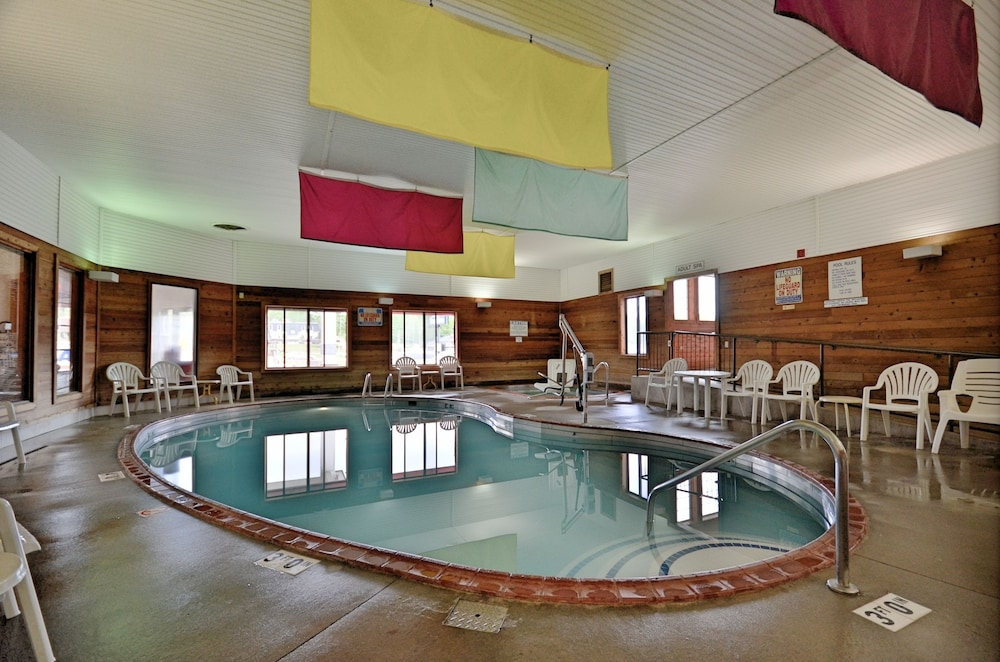 Indoor Pool, Days Inn by Wyndham Marquette